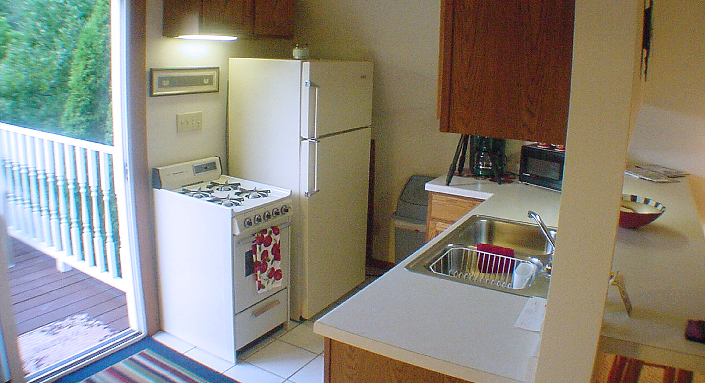 Kitchenette with fridge, stove, microwave, sink...